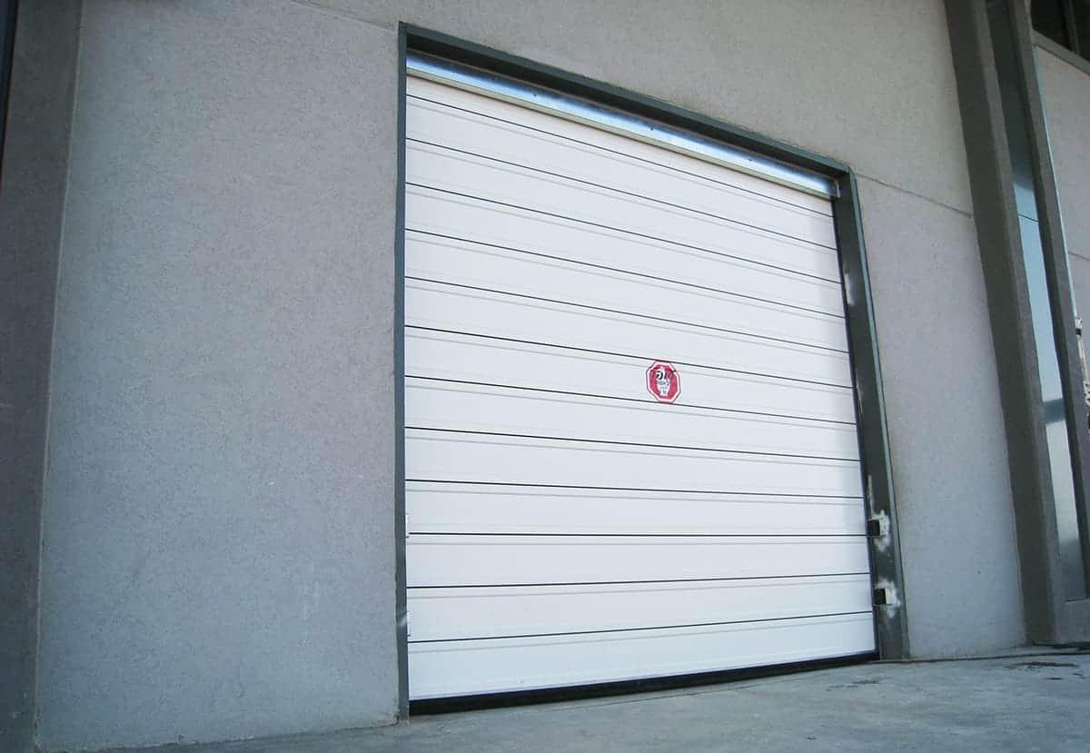 דלת מהירה מאלומיניום במפעל