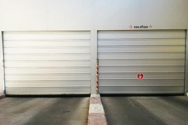 דלתות מהירות כניסה ויציאה בבניין מגורים