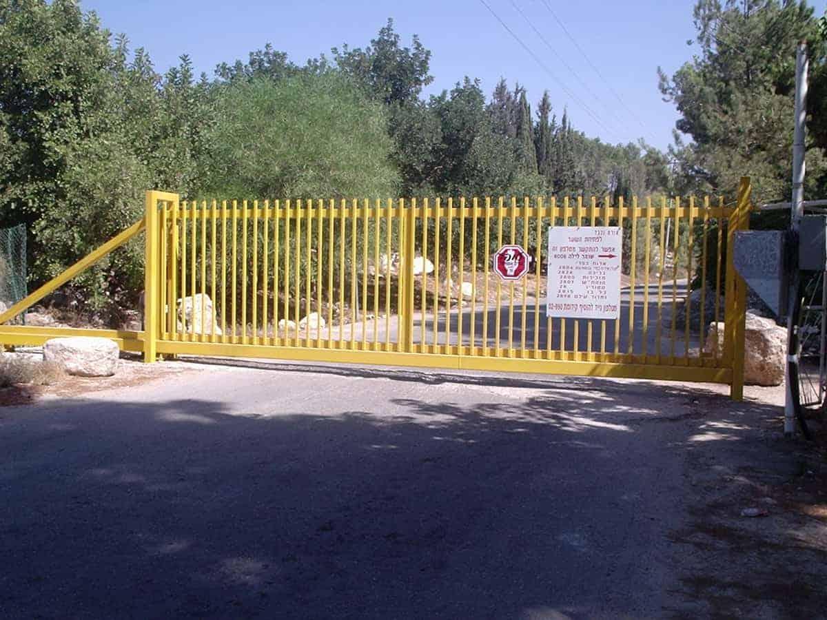 שער בכניסה ליישוב
