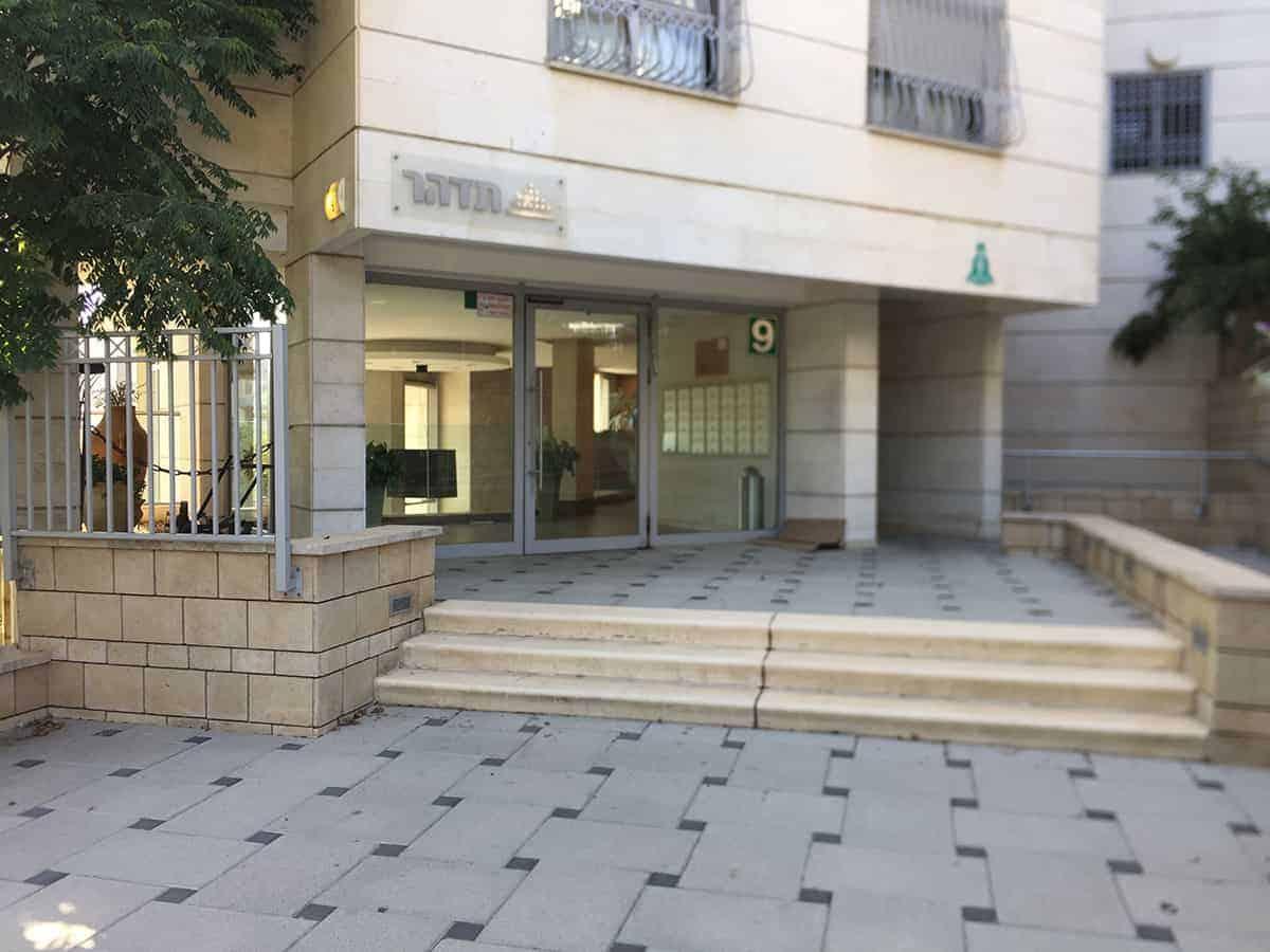 דלת כניסה אוטומטית לבניין