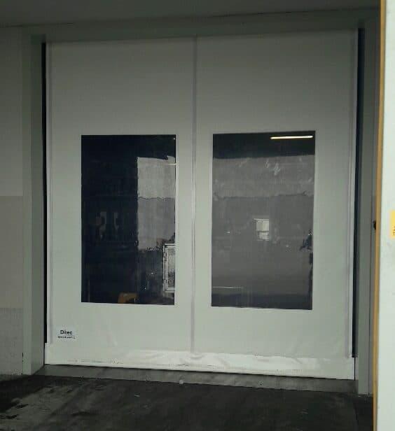 דלת מהירה בצבע לבן