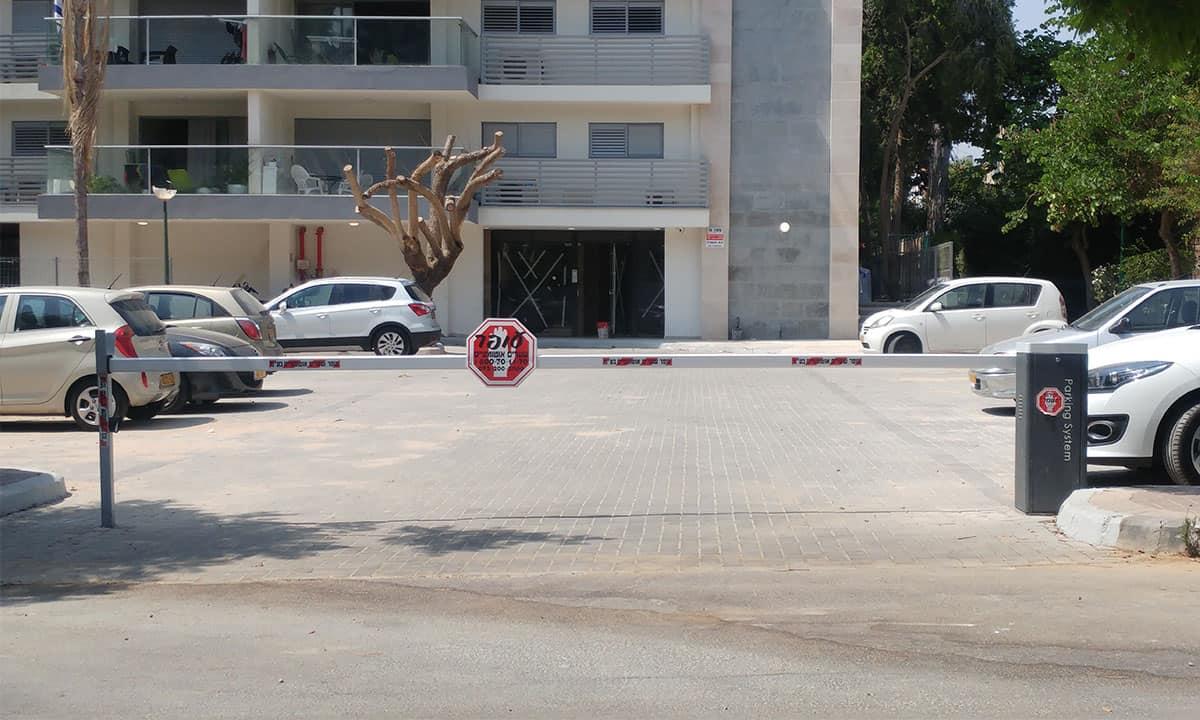 מחסום כניסה לבניין